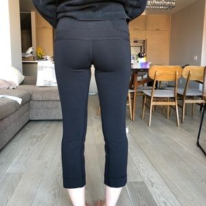 Lululemon Size 4 Black Cropped Leggings